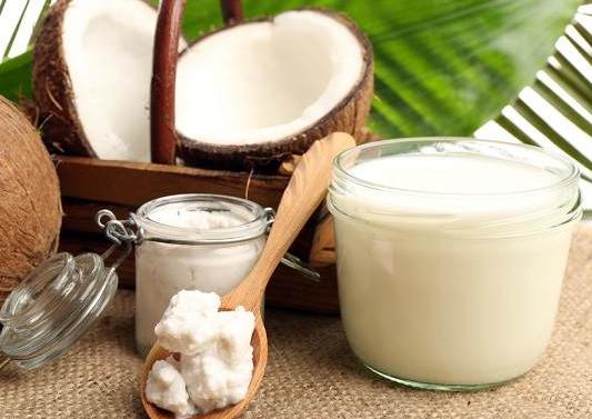 Manfaat Minyak Kelapa Bagi Kesehatan dan Kecantikan