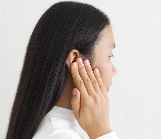 Ketahui Penyebab di Balik Telinga Bau